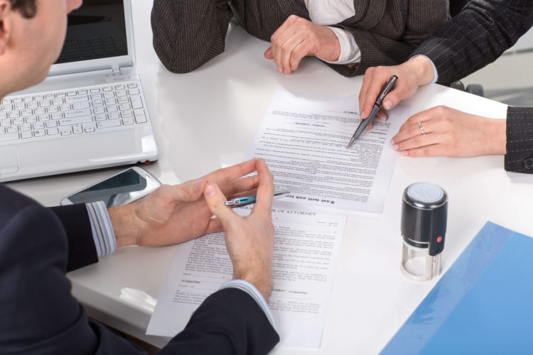What To Contemplate Earlier than Hiring A Divorce Lawyer