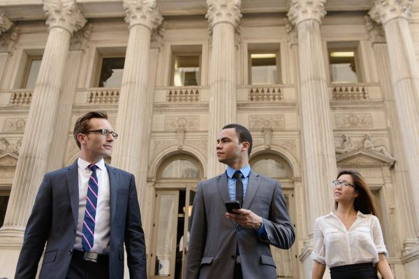 A Beginner's Guide to Choose the Right Law Firm to Handle a Case